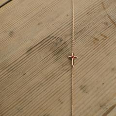 Bracelet Croix Or Rose et Corail